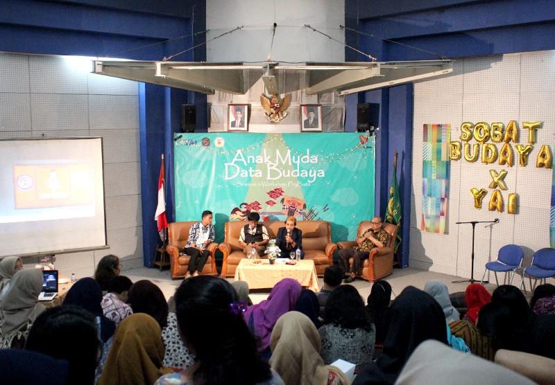 "Seminar ""Datathon 1K Budaya Tradisi Nusantara &  Workshop Fisika Batik"""
